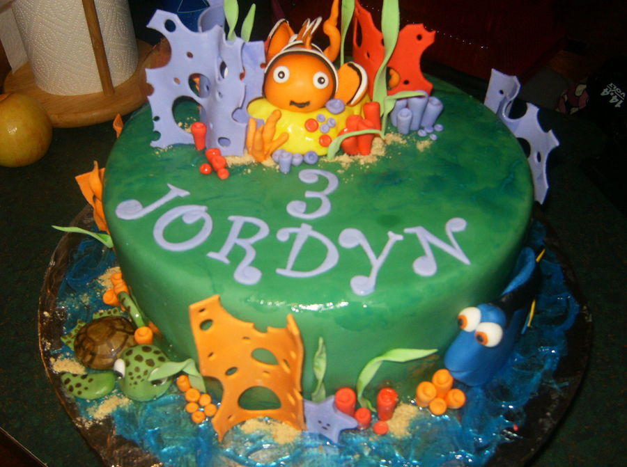 Finding Nemo Cake The Little Girl Wanted A Green Cake So I Gave Her What She Asked For Fondantgumpaste Figures on Cake Central