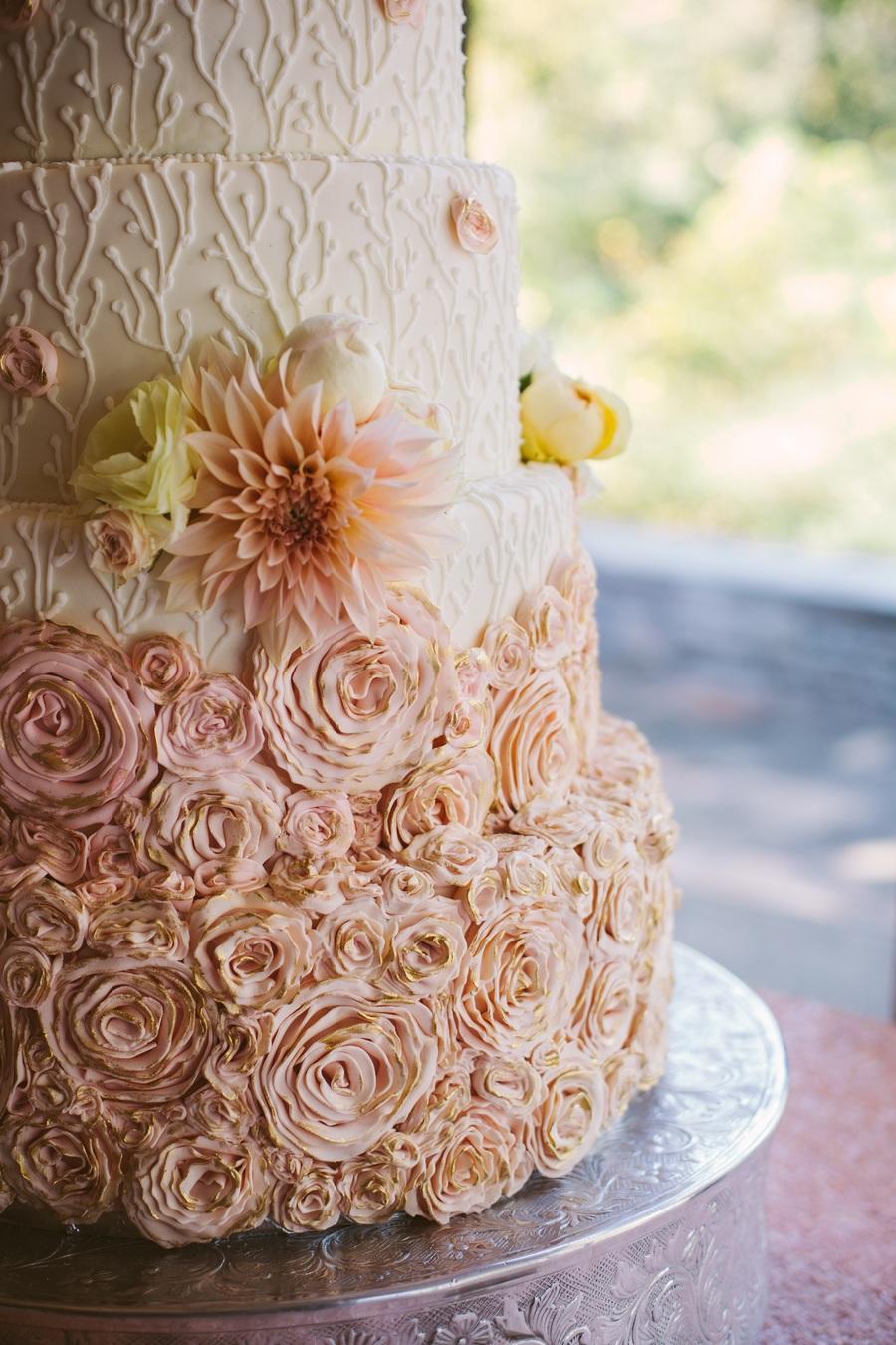 Rosette Bottom Wedding Cake Trends