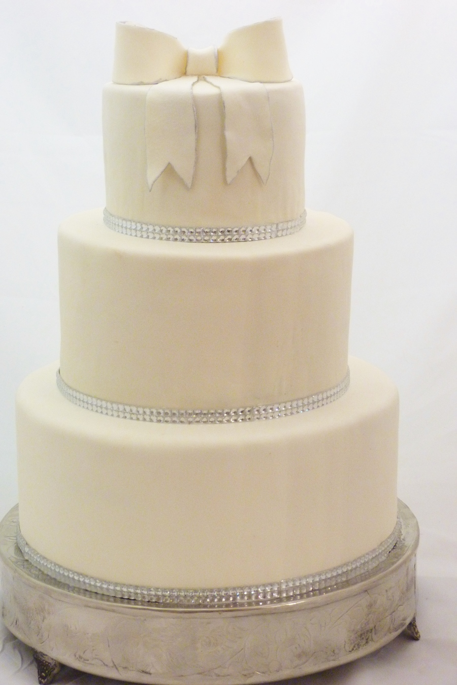 simple wedding cakes no fondant wedding cake with fondant silver trim and 20085