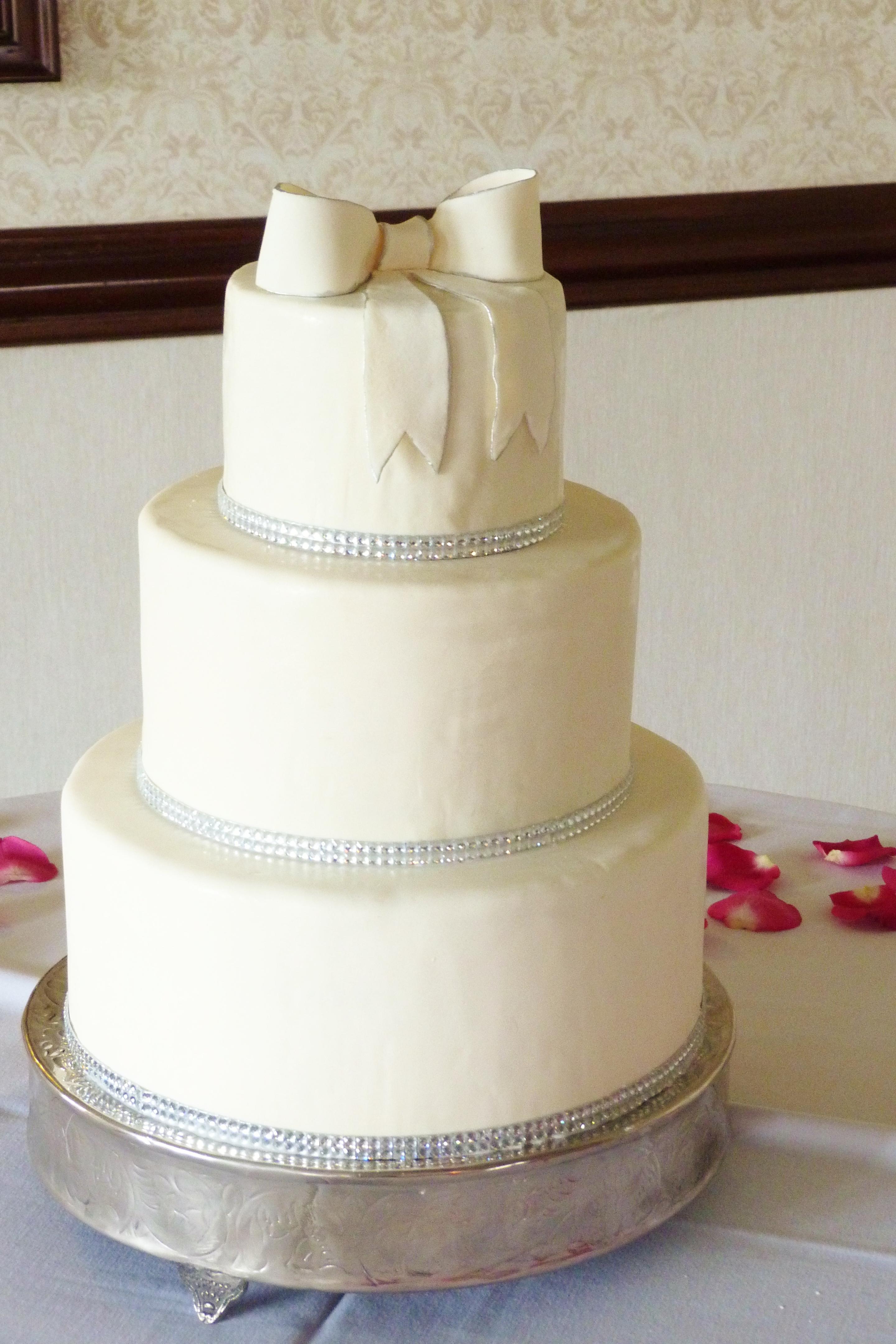 Elegant Round Wedding Cake With Fondant Silver Trim And