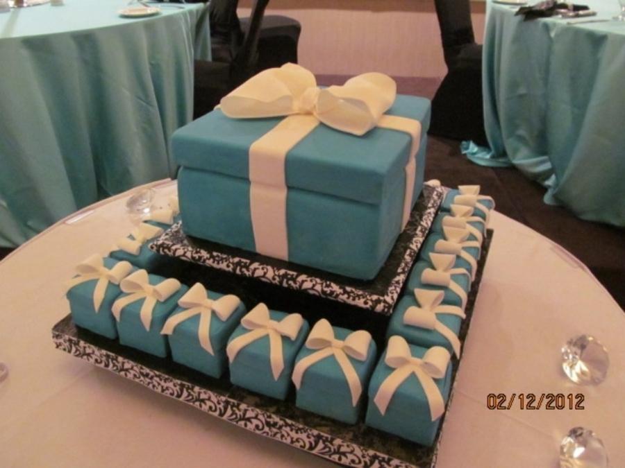 Tiffany gift box and mini tiffany cakes cakecentral tiffany gift box and mini tiffany cakes on cake central negle Images