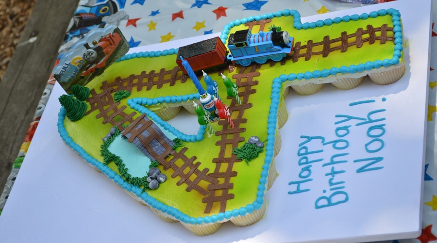 Thomas The Train Pull Apart Cupcake Cake Cakecentral Com