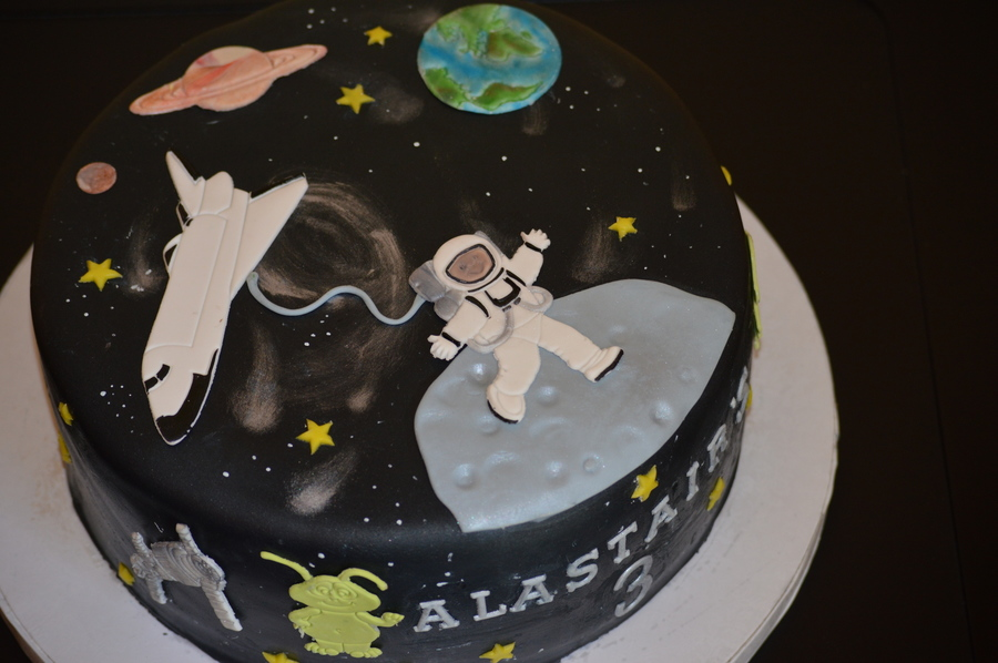 Space Cake  on Cake Central