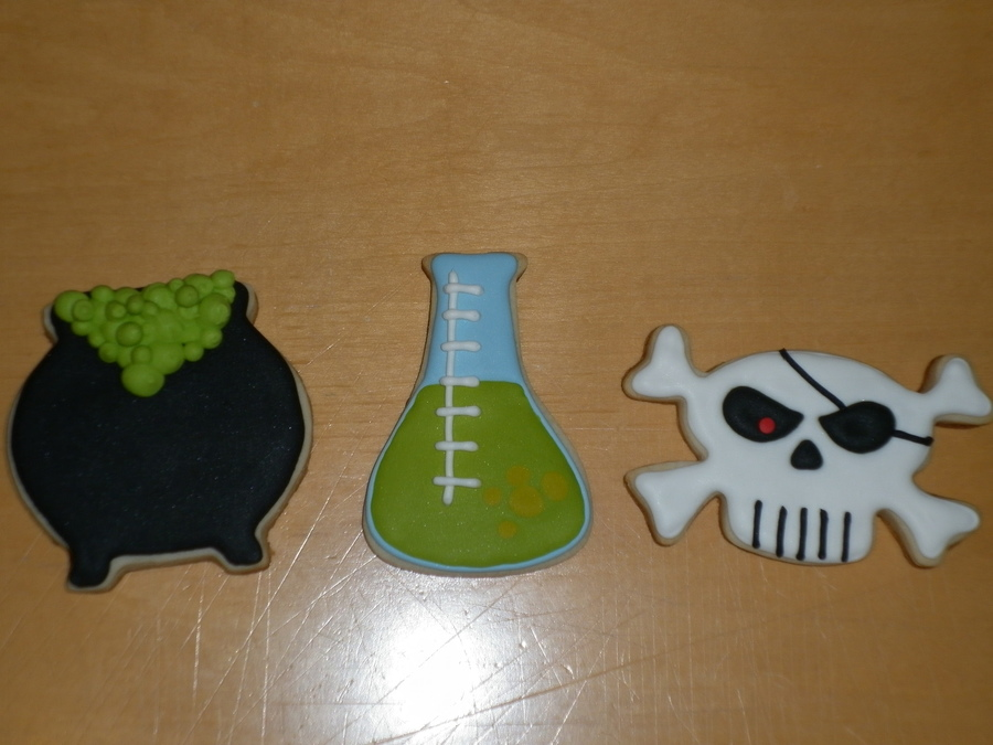 I Forgot To Add This Earlier I Made Some Sugar Cookies With Flood Royal Icing For Sons Class For Halloween The Images Are From The Cardbo on Cake Central