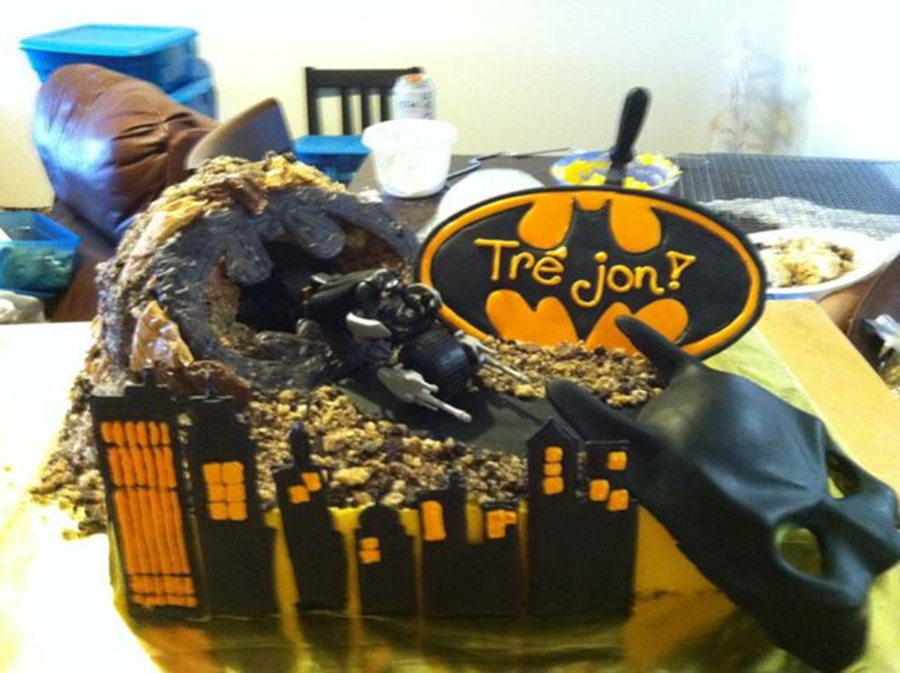 Batman, Batcave on Cake Central