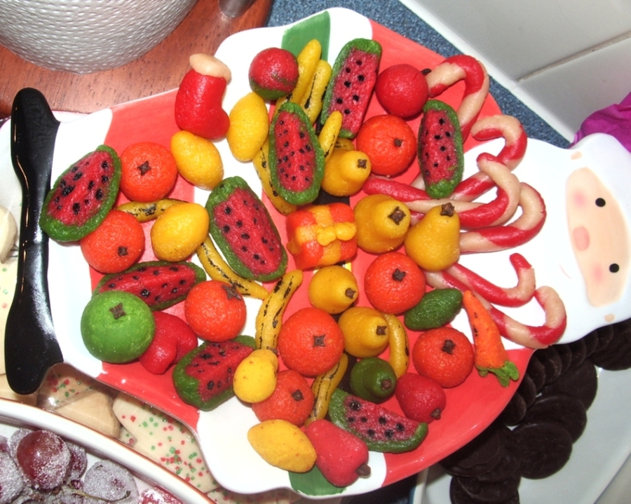 2008 12 Fruits En Pâte D'amande Maison (Homemade Marzipan Modeled Fruits Christmas) on Cake Central