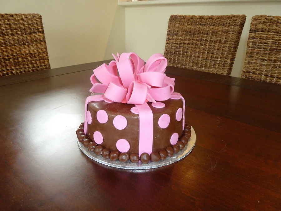 Bow Cake on Cake Central