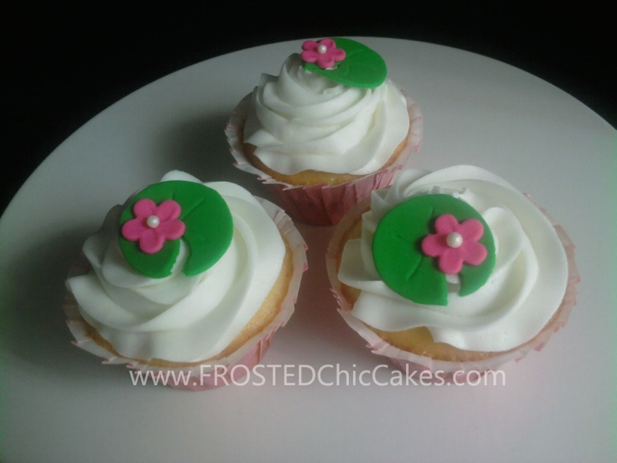 Cupcakes With Lillypads on Cake Central