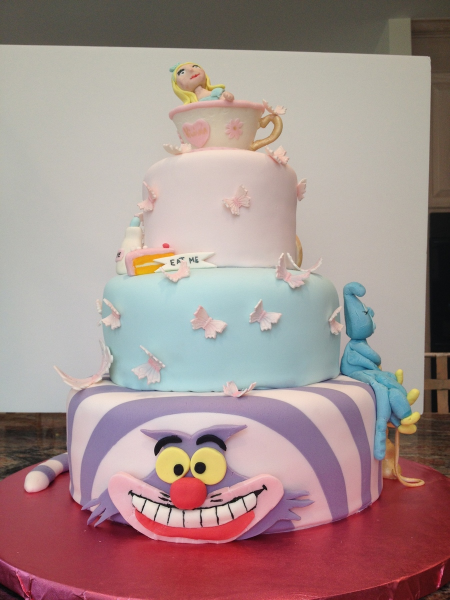 Viviana S Alice In Wonderland Birthday Cake Cakecentral Com