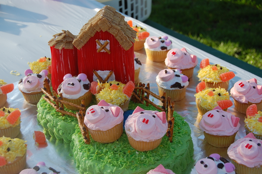 Sensational Farm Themed Birthday Cake Cakecentral Com Funny Birthday Cards Online Sheoxdamsfinfo