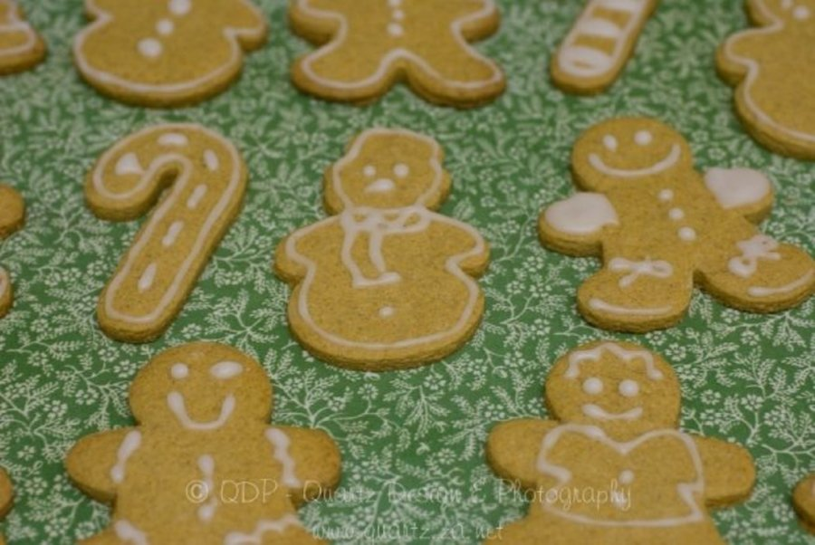 Gingerbread Men  on Cake Central