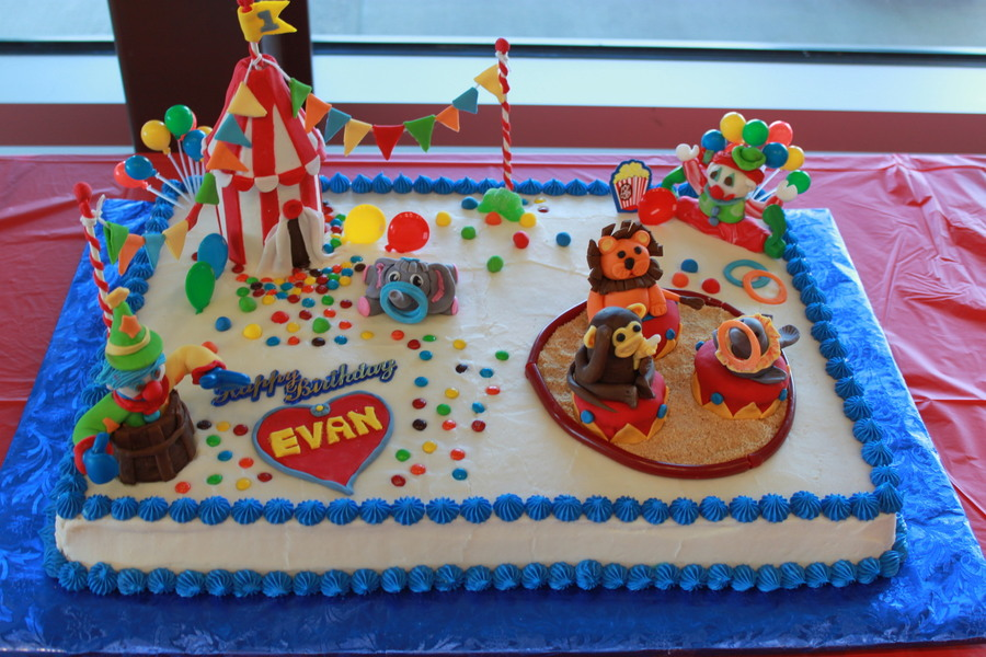 Fabulous Circus Themed Birthday Cake Cakecentral Com Personalised Birthday Cards Veneteletsinfo