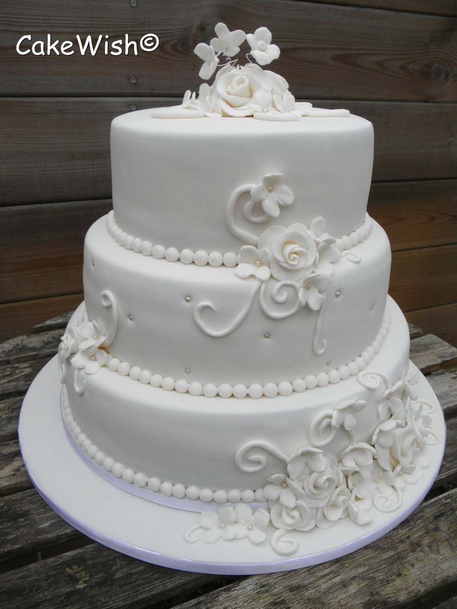 classic white wedding cakes white classic wedding cake cakecentral 12876