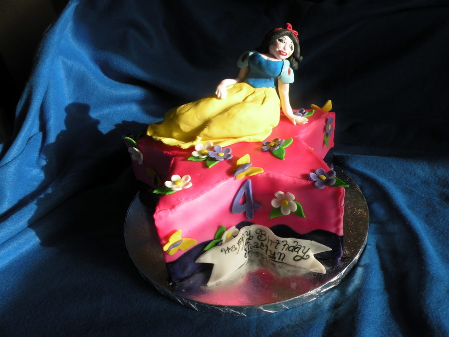 Snow White Cake on Cake Central