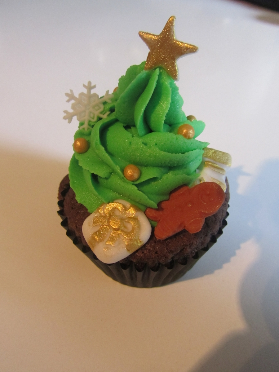 Christmas Tree Cupcake With Presents on Cake Central