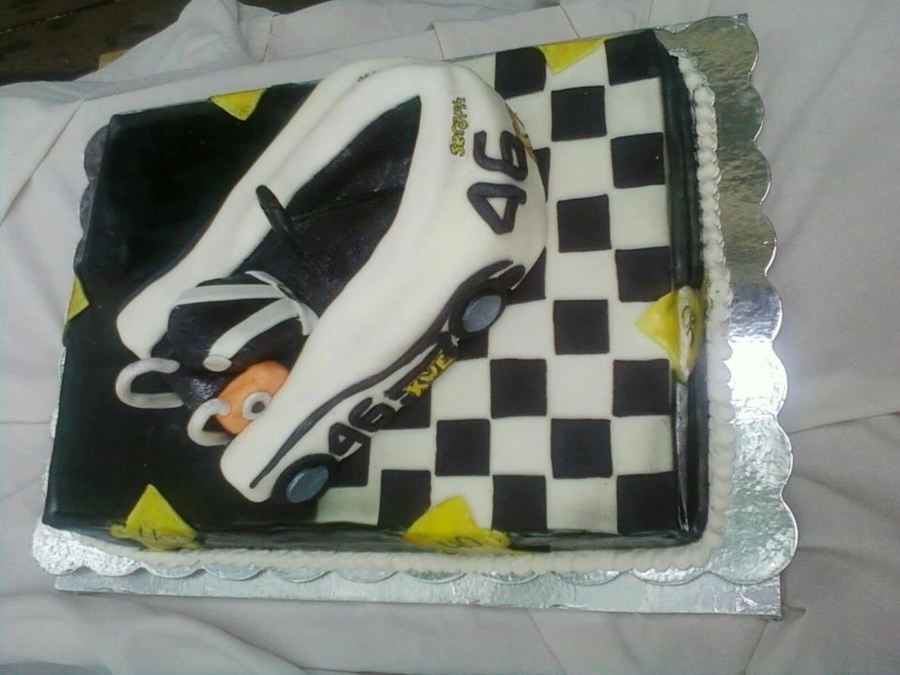 Kwe Race Car on Cake Central