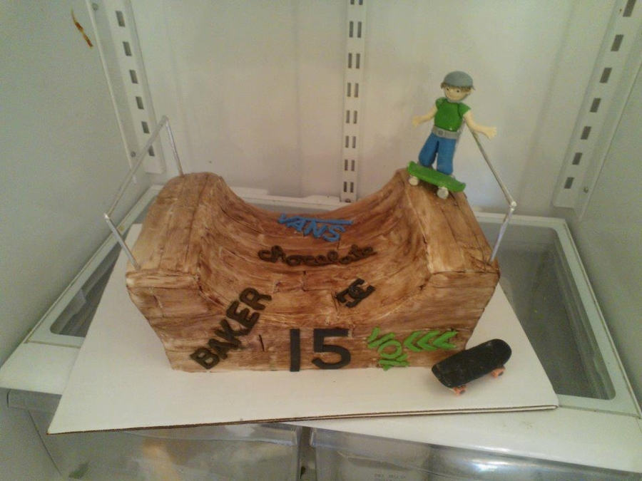 Half Pipe on Cake Central