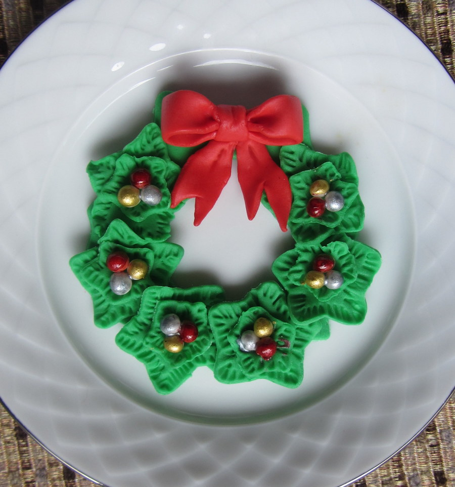 Christmas Fondant Wreath For Cupcake Topper Or Sugar Cookies on Cake Central