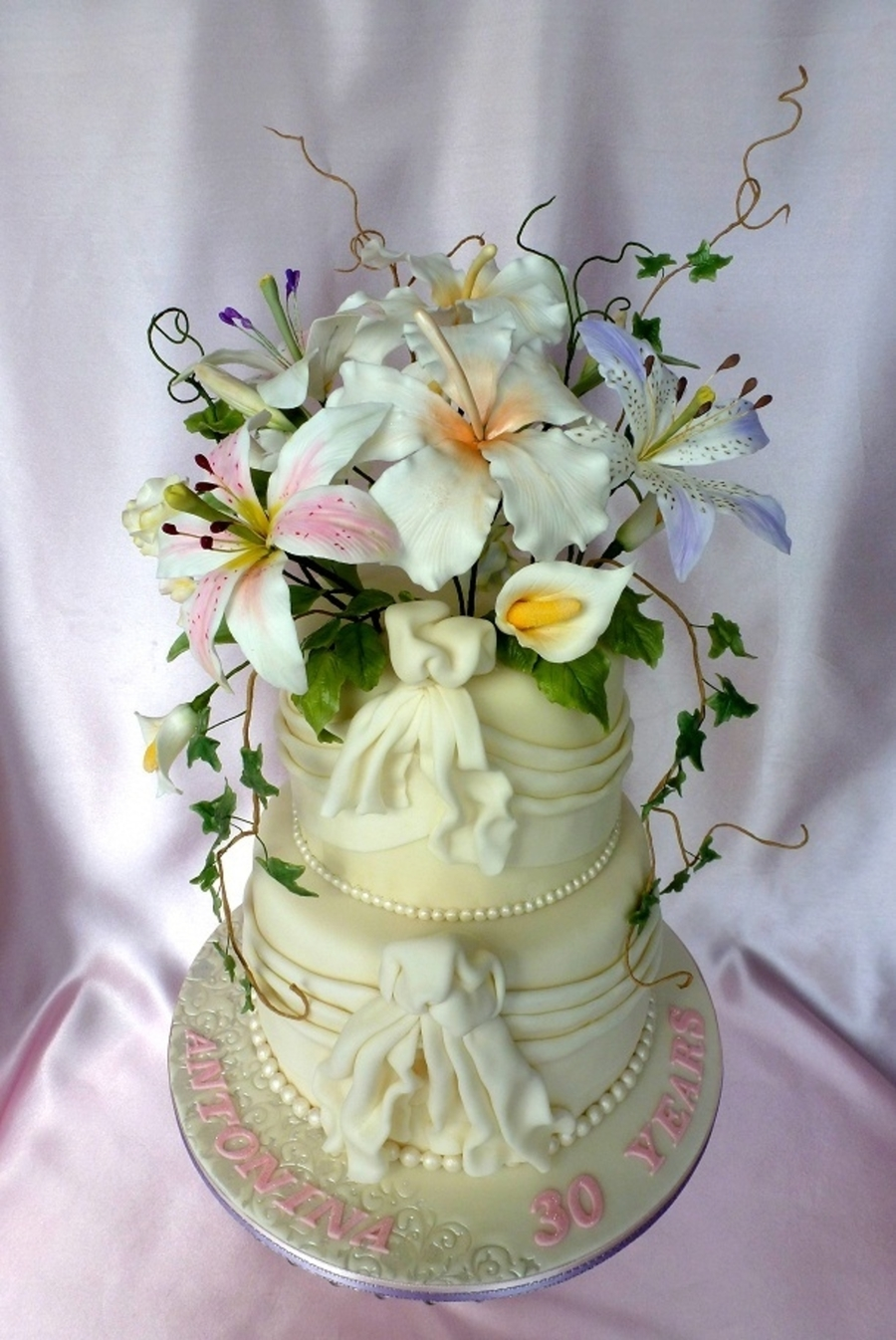 wedding cakes with gumpaste flowers white wedding cake with drapes and gumpaste flowers 26038
