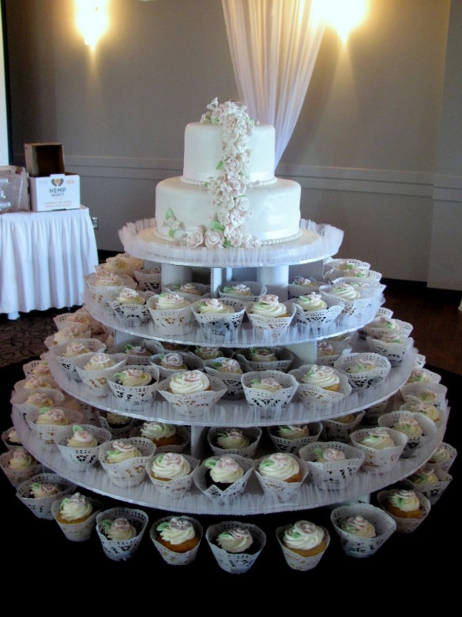 how much are cupcake wedding cakes 2 tiered wedding cake cupcakes mini cakes 15419
