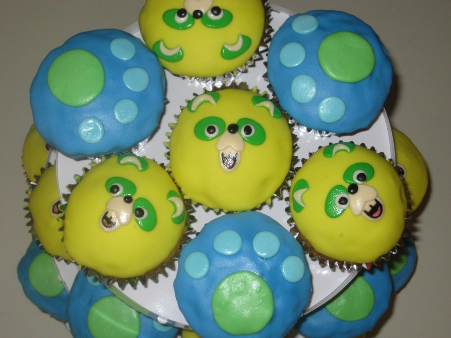 Special Agent Oso Cupcakes on Cake Central