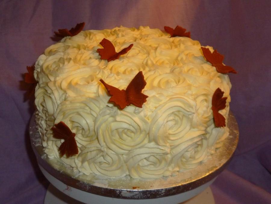 Cake With Roses Buttercream : Buttercream Roses Birthday Cake - CakeCentral.com
