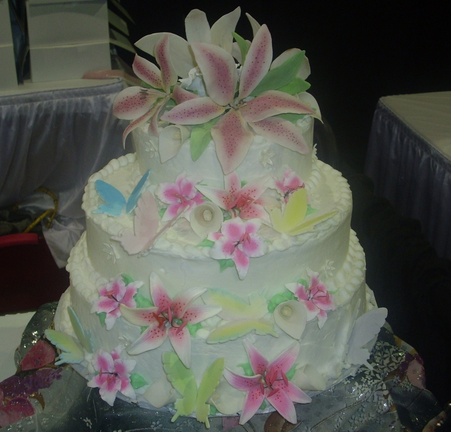 Cascading Flowers  on Cake Central