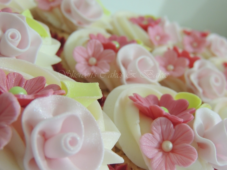 Pretty Ribbon Roses on Cake Central