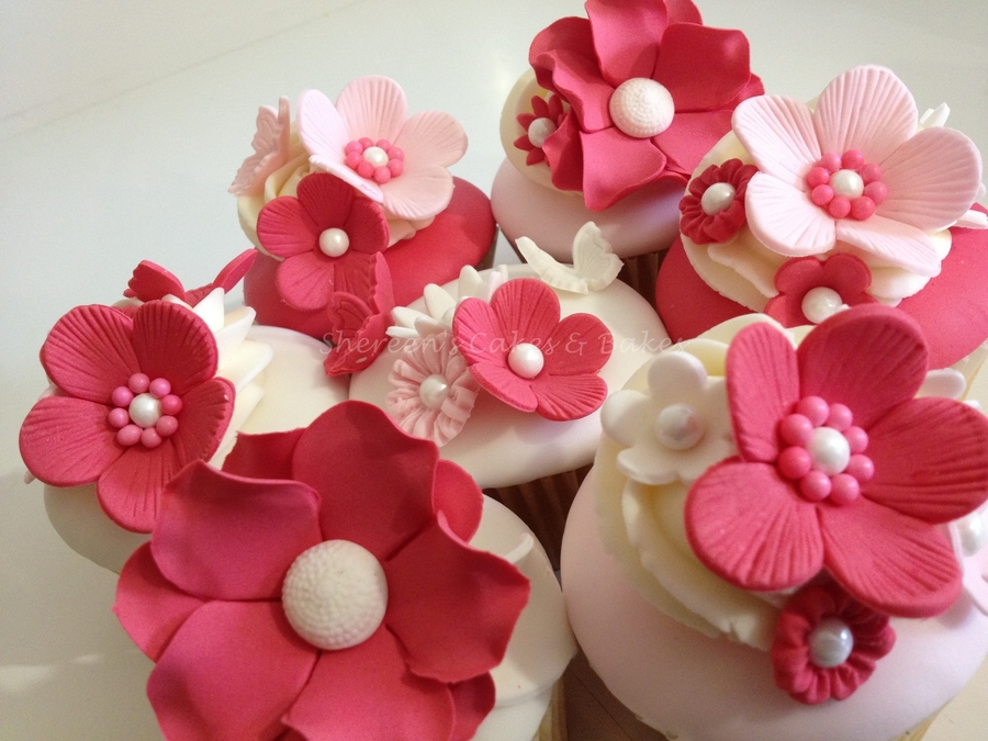 Pink & Pretty  on Cake Central