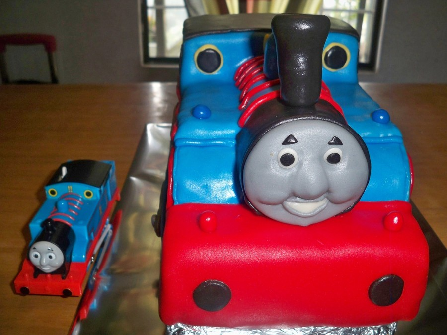 Thomas Train on Cake Central