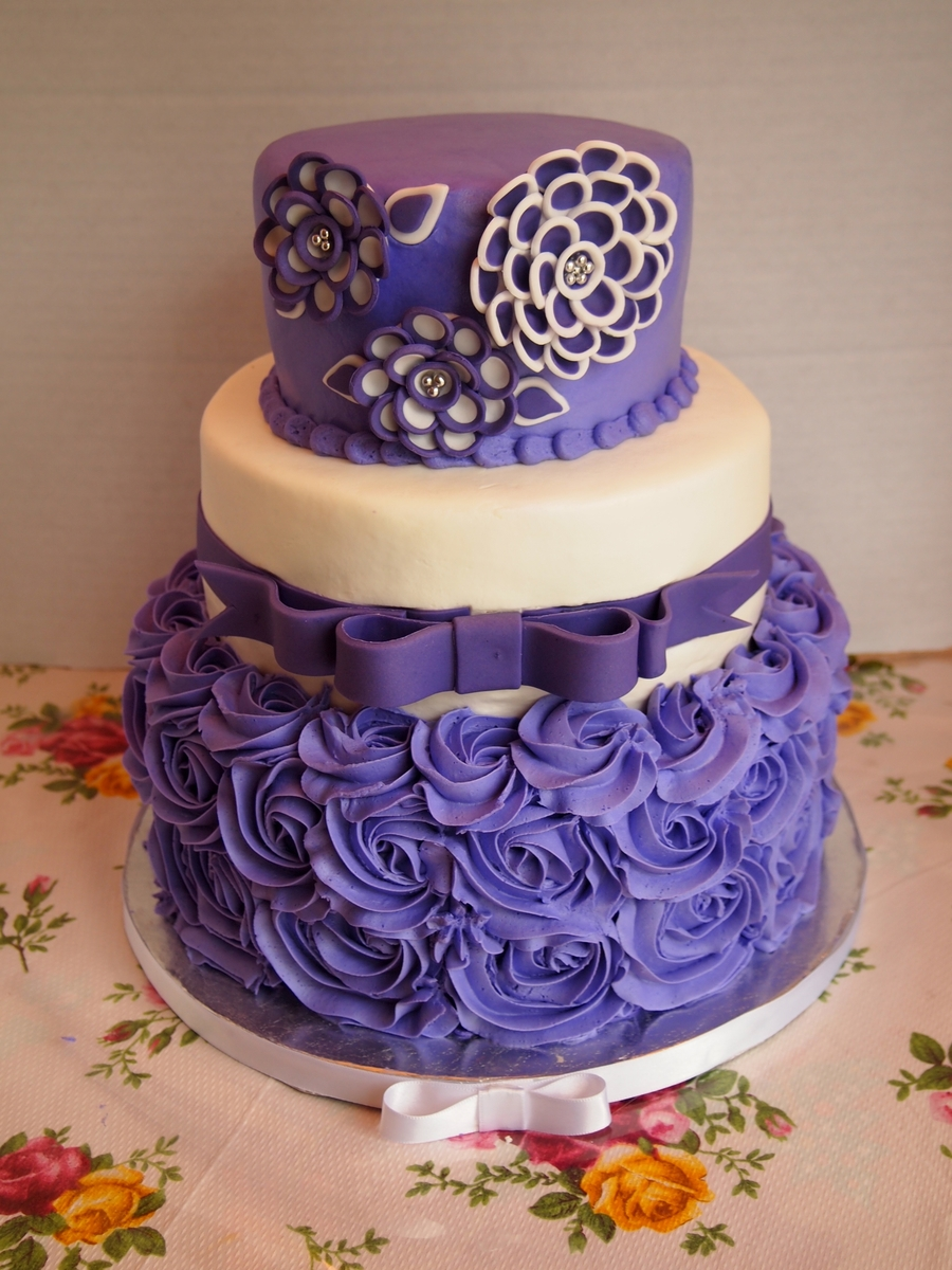 Purple And White Shawna Flower Birthday Cake Cakecentral