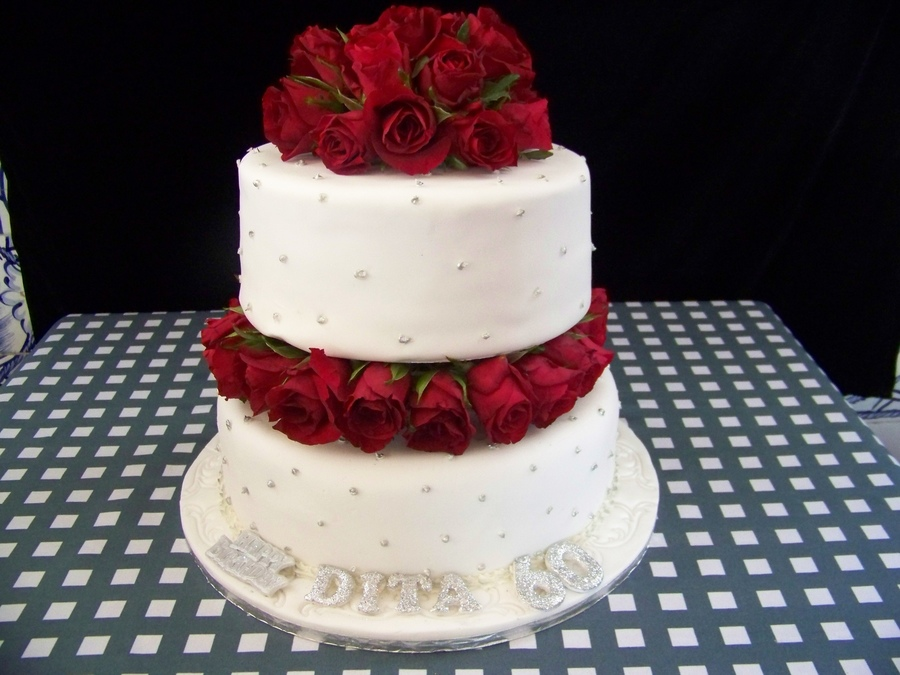 Red Roses Birthday Cake On Central