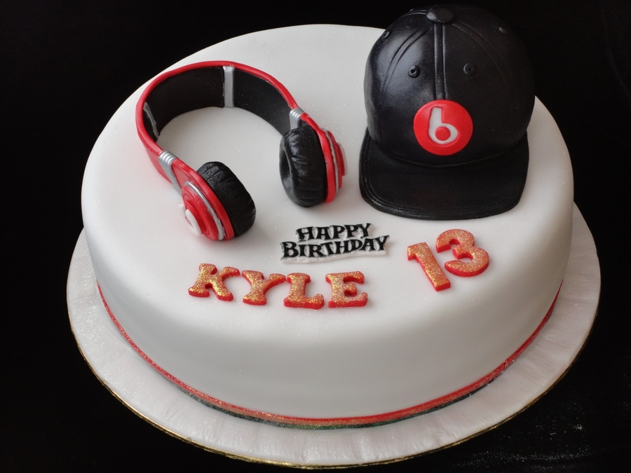 Dr Dre Headphone & Cap Cake on Cake Central