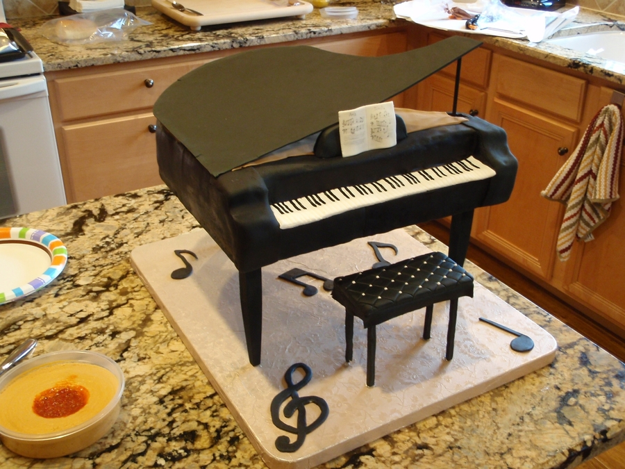 Grand Piano on Cake Central