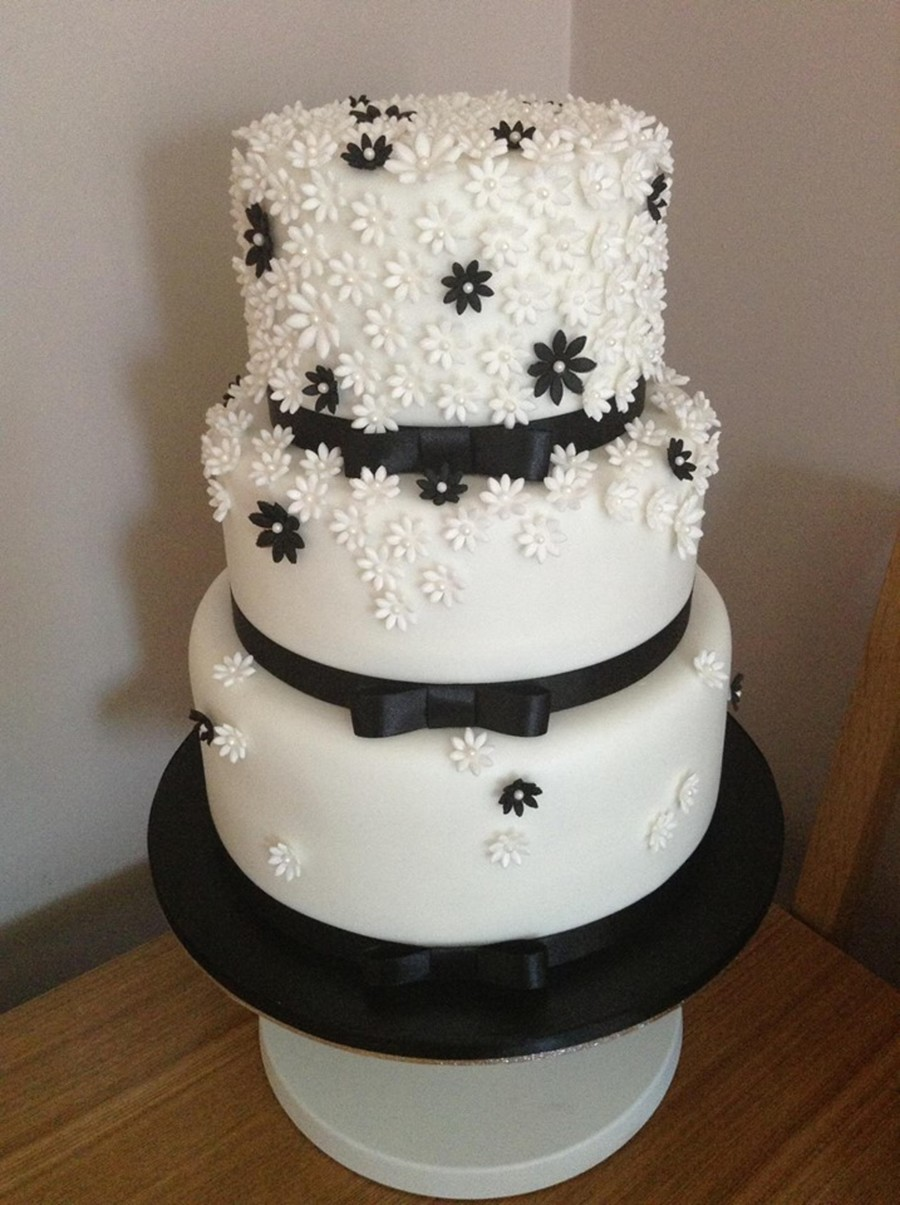 black wedding cakes with flowers black and white flower wedding cake cakecentral 11887