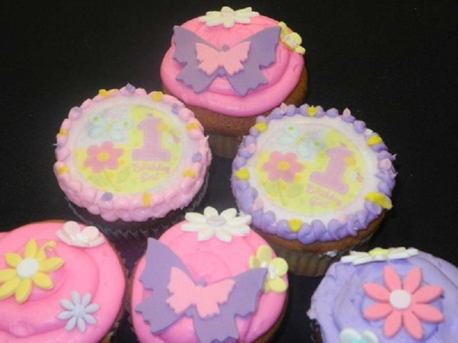 Girl 1St Birthday Cup Cakes  on Cake Central