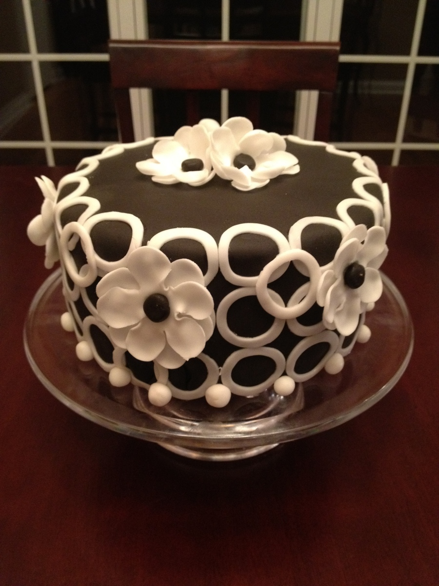 Black And White Circles And Flowers  on Cake Central