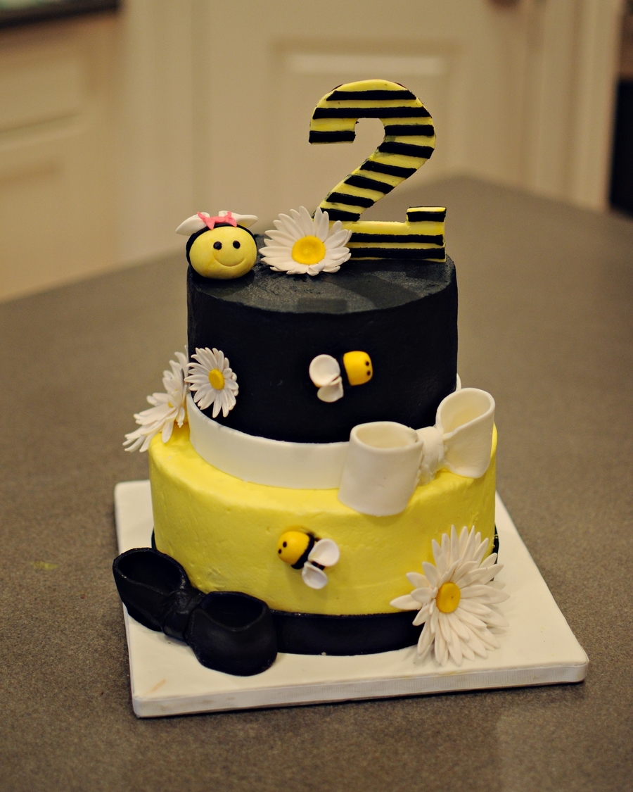 Fine Bumble Bee Birthday Cake Cakecentral Com Personalised Birthday Cards Paralily Jamesorg