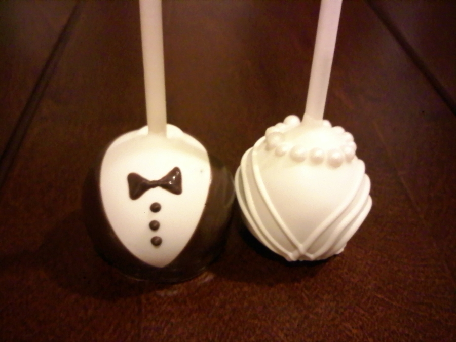 bride and groom wedding cake pops and groom cake pops cakecentral 12123