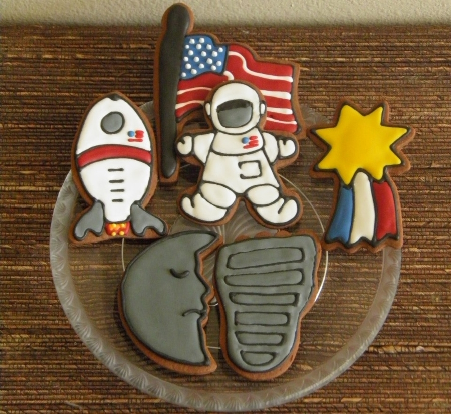 Neil Armstrong Dedication Set on Cake Central
