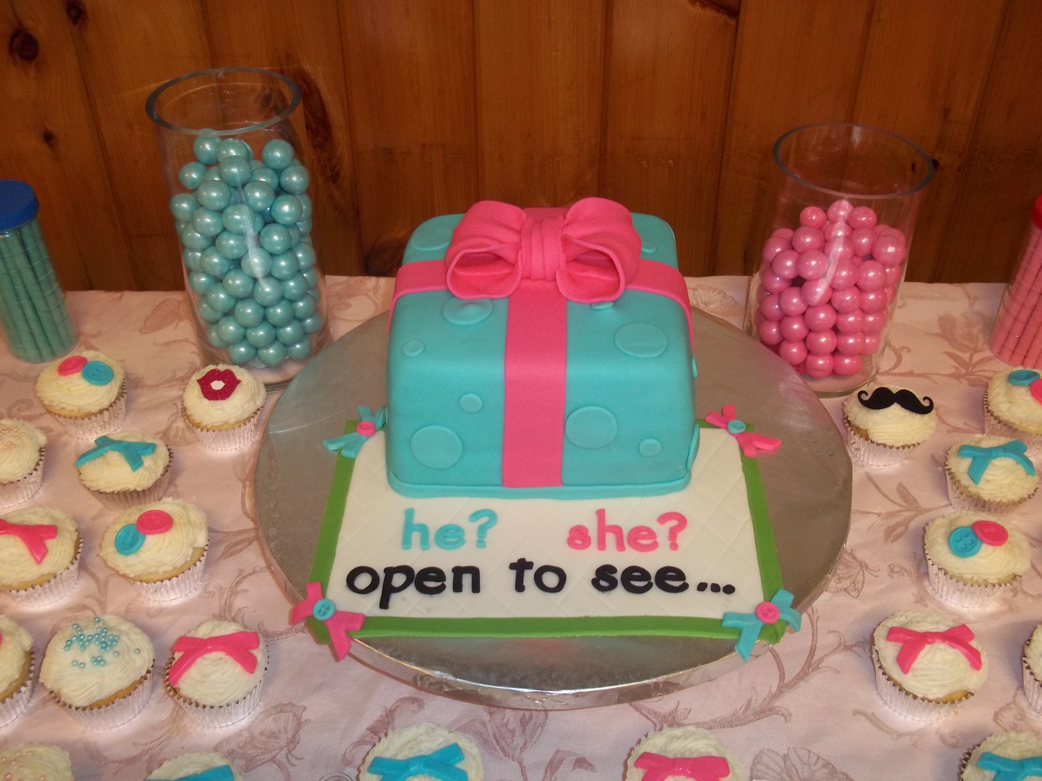 Cake Decorating Central Opening Hours : Parents Love Super Mario Having A Baby Girl I Went With Princess Peachs Crown Sitting On A ...
