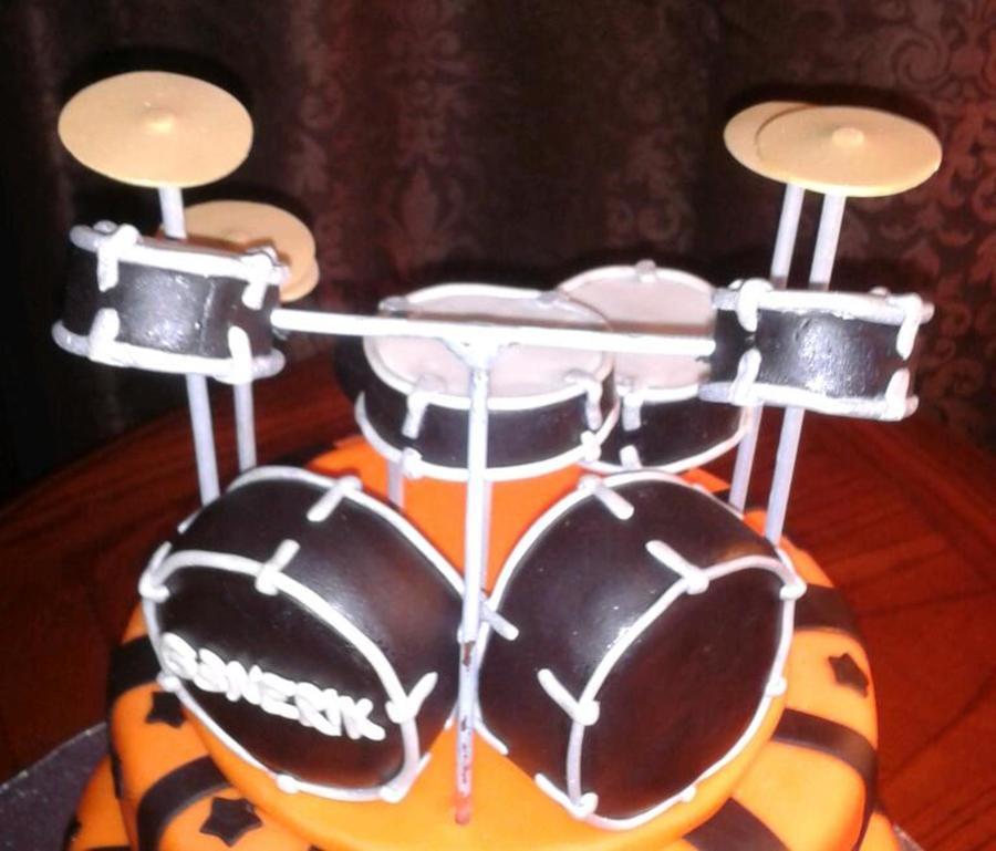 Drum Set Cake Topper Close Up - CakeCentral.com