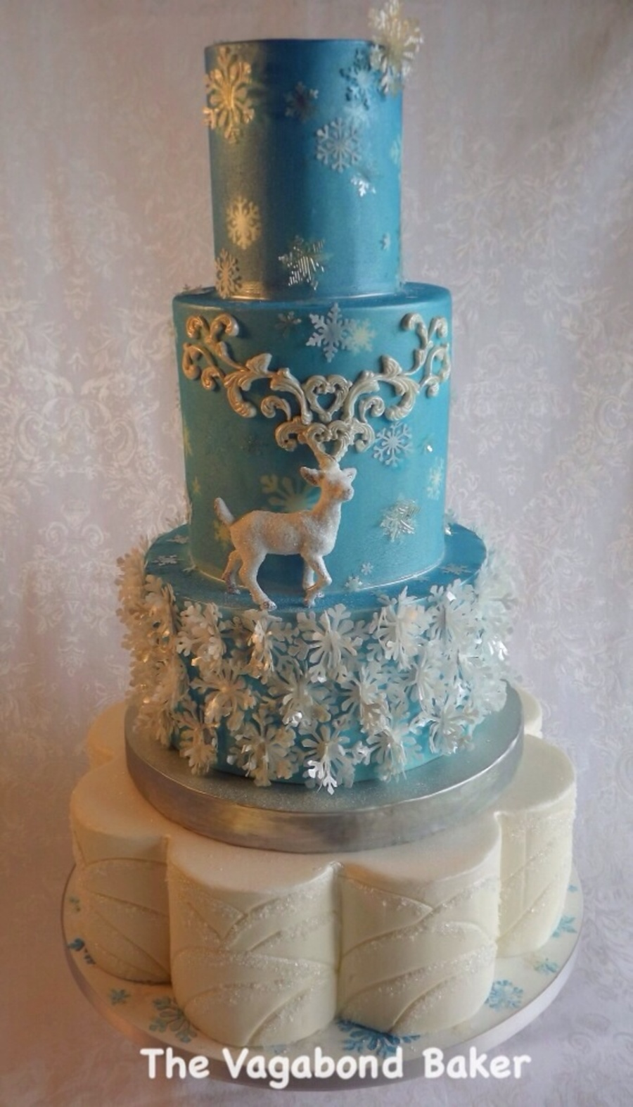 Reindeer And Snowflakes Wedding Cake The Snowflake Layer