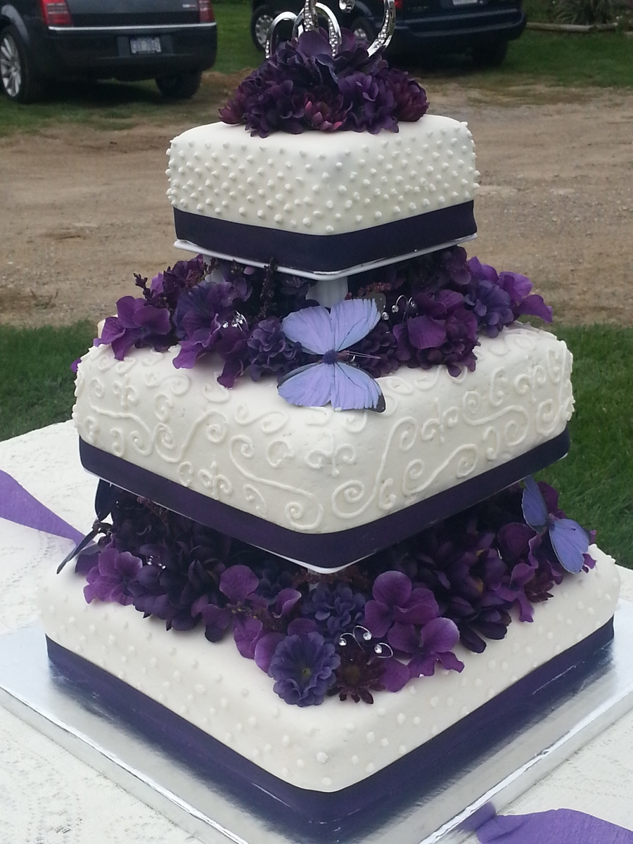 square wedding cakes purple flowers purple flowers and butterfly wedding cake cakecentral 20409