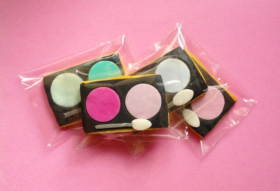 Eye Shadows Cookies on Cake Central