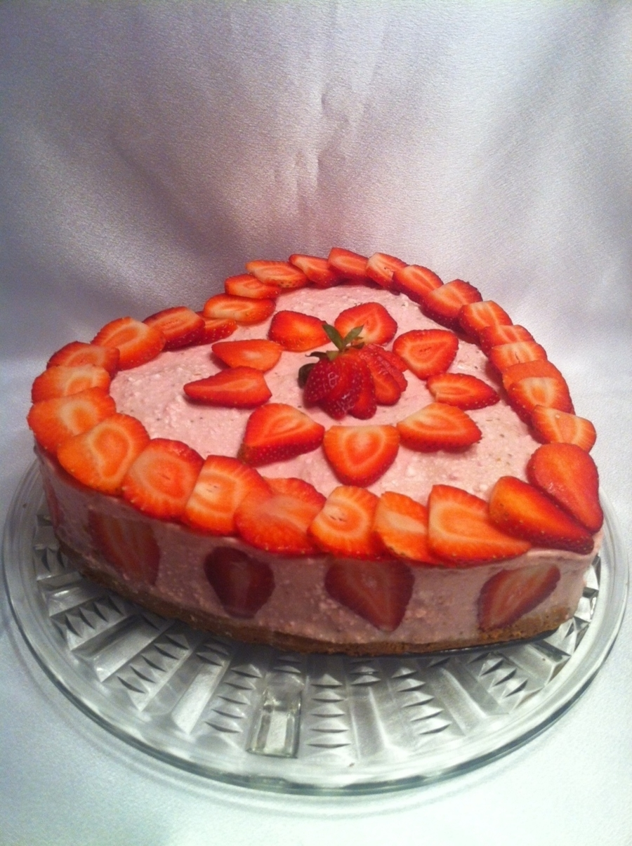 Strawberry Cake  on Cake Central
