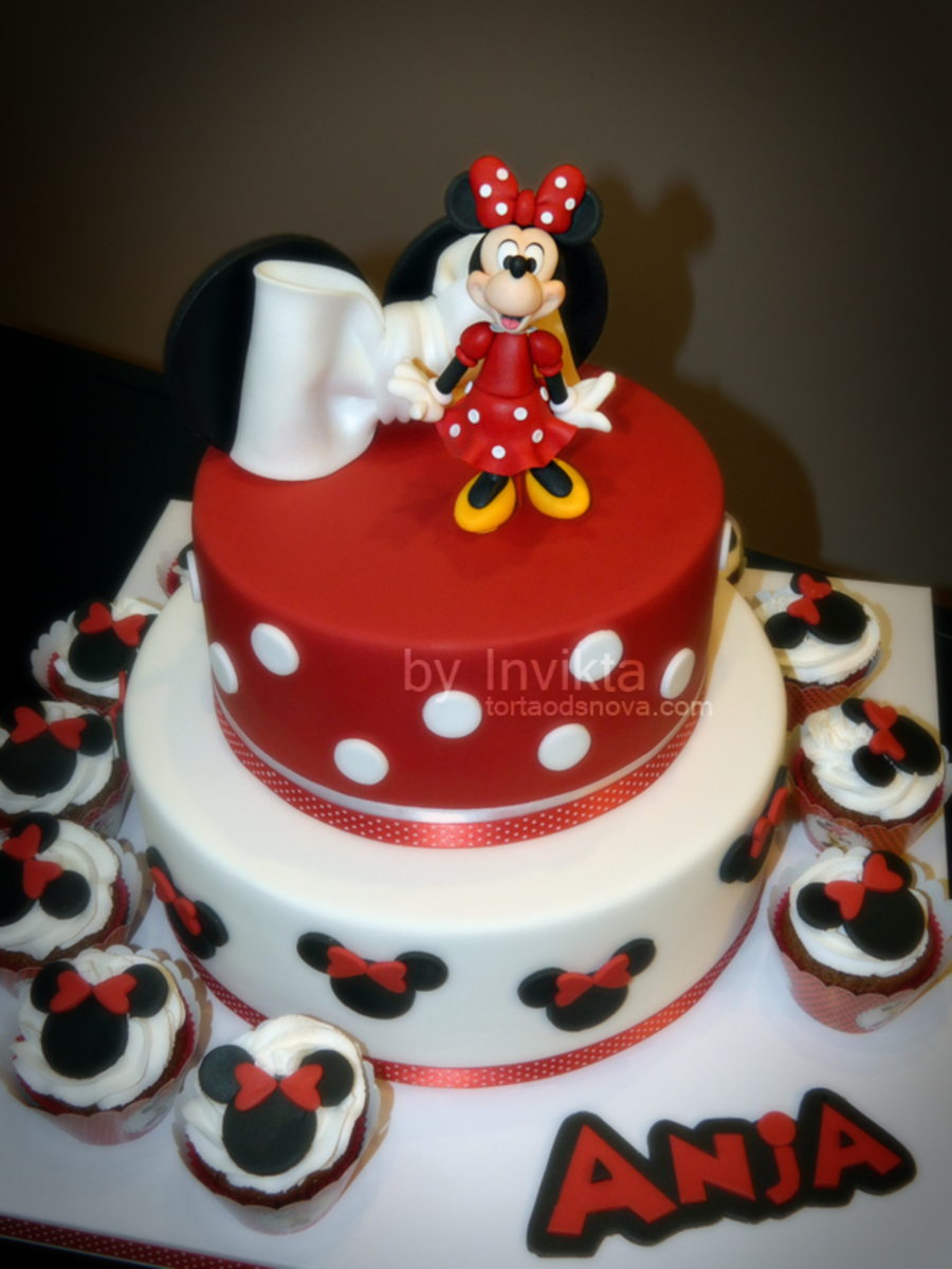 Minnie Mouse Birthday Cake And Cupcakes Cakecentral Com