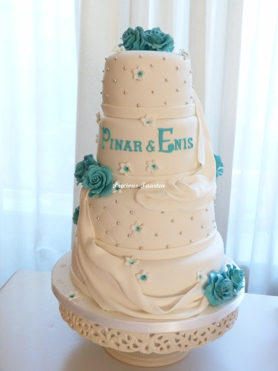Pinar & Enis on Cake Central