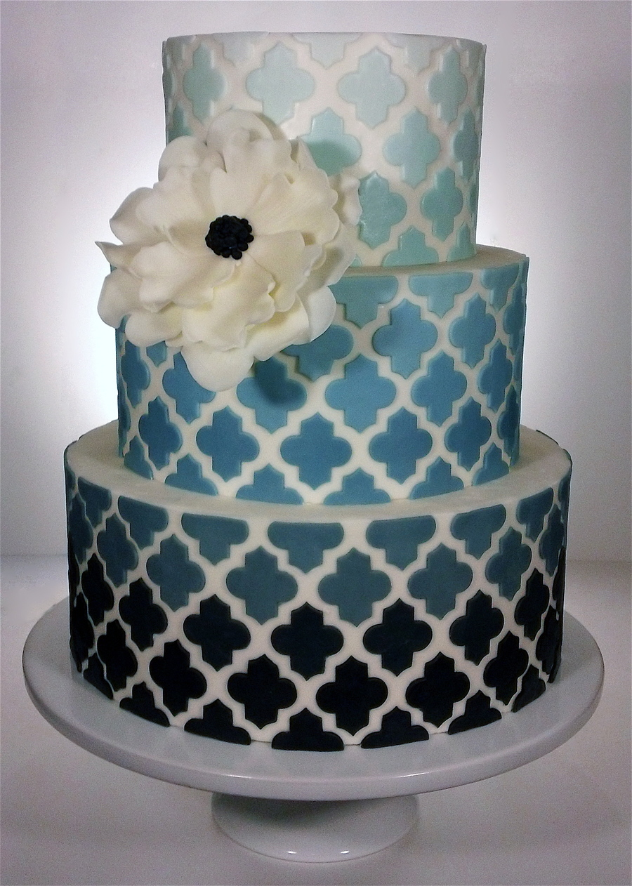Cake Decorating Central Willoughby : Ombre Quatrefoil Wedding Cake - CakeCentral.com