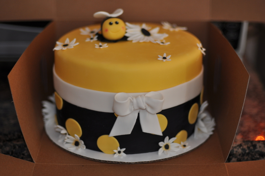 Bumble Bee Birthday Cake Cakecentral Com